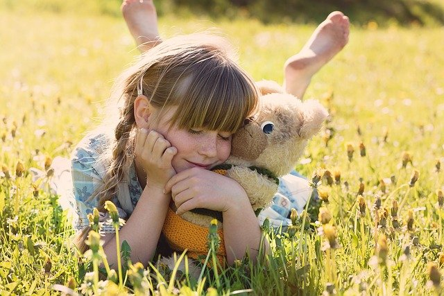 holčička s medvídkem
