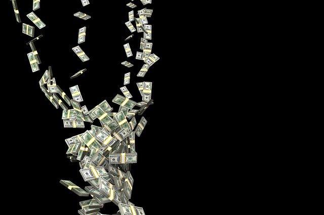 Proč vlastně lidé mají čím dál více peněz