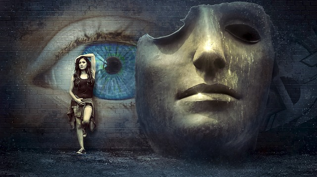 dívka u masky